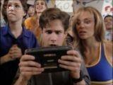 Cameo : la Game Gear dans Code Lisa (1994)